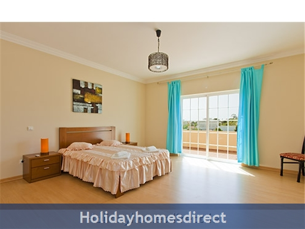 Villa Do Vale double bed bedroom in Portugal