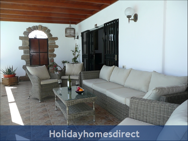 Casa Cielo With Private Pool, Puerto Del Carmen, Lanzarote: Comfort on the covered terrace