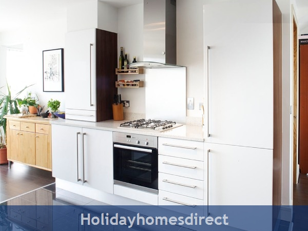 Apt 11 Pavillion View, Beautiful Residential Area, 5  Minutes From City Centre!: Kitchen View