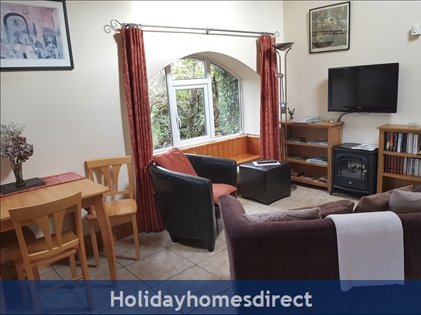Coach House Cottage..the Perfect Place To Do Nothing !: Bright Living Area with Garden View