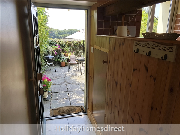 Coach House Cottage..the Perfect Place To Do Nothing !: Private south facing patio