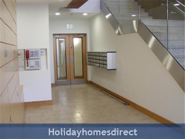Apt 4 Pavillion View: Hallway