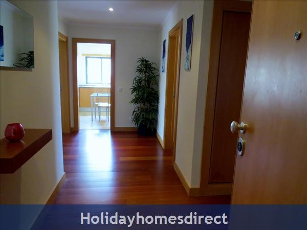 Parque Da Corcovada Ground Floor,luxury 2 Bedroom Poolside Apartment, Algarve: Entrance Hall