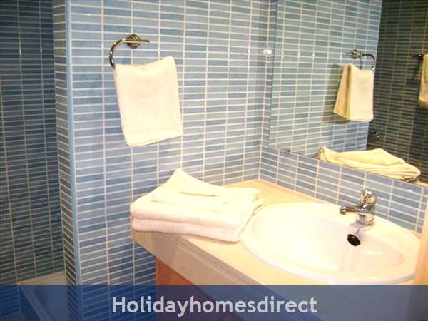 Parque Da Corcovada Ground Floor,luxury 2 Bedroom Poolside Apartment, Algarve: Image 10