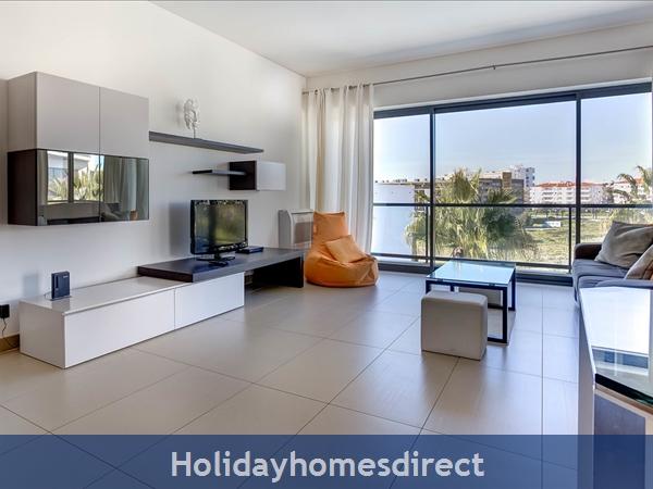 Cavalo Preto Beach, Beautiful 2 Bedroom, Wifi, Airconditioned Apartment Superb Sea & Pool Views (301) Fonte Santa Nr Quarteira, Vilamoura (113/12 Al): Image 9