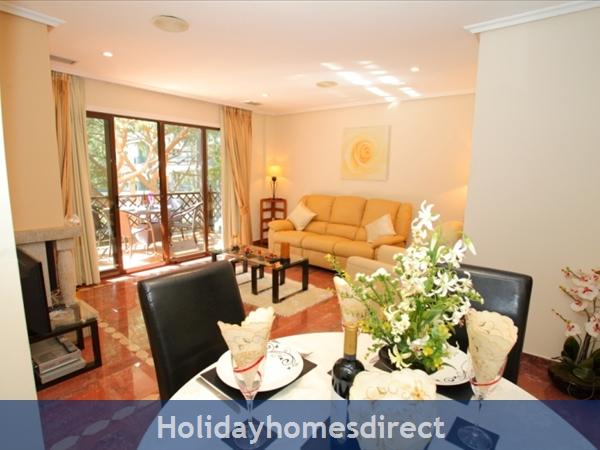 Falesia Beach, Beautiful 2 Bedroom Apartment (40) In The Exclusive Pine Sun Park Complex Nr The Beach& Nr Restaurants & Bars & Shops. (al/2013/196: Dining area