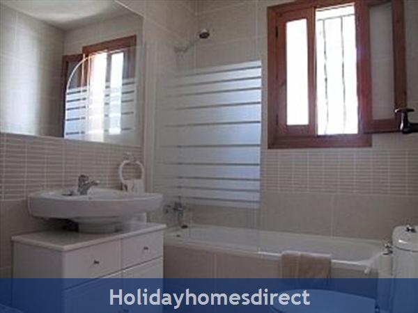 Double Bedroom Bathroom & Shower