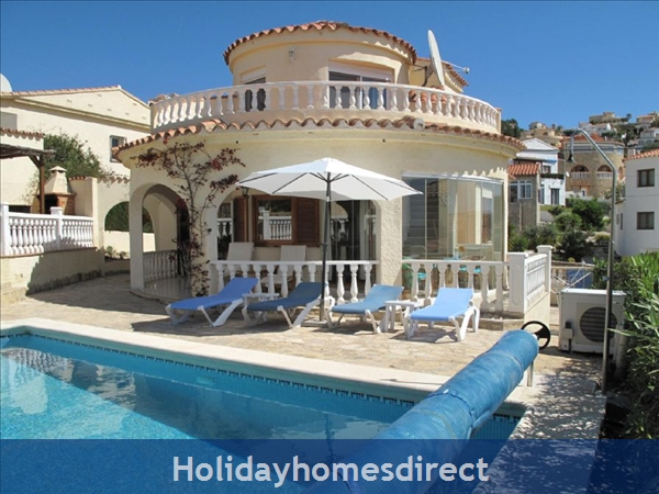 Villa Santos, 2 bed, Air Con, Sat TV WiFi, Heated Pool, Outstanding BBQ Terrace Fantastic Seaviews quiet location, 15minutes walk to Shops and Beaches