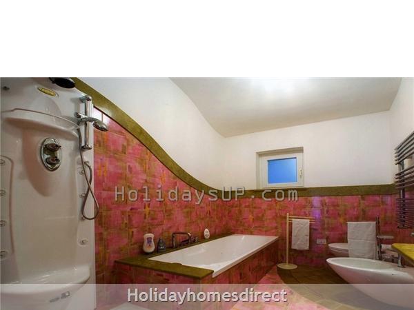 Bathroom jacuzzi shower villa holiday homeaway