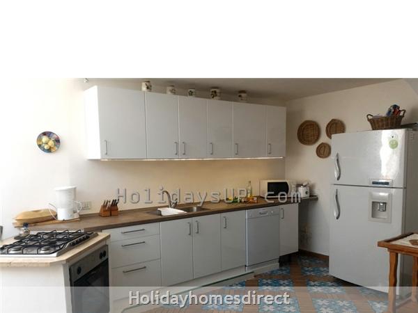 Kitchen well equipped villa carlotta home sorrento