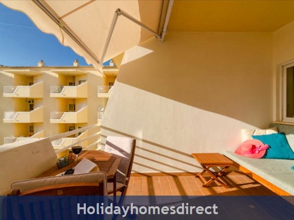 Great 2 Bed/2 Bath Close To Beach & Alvor Village: Balcony couch and seating