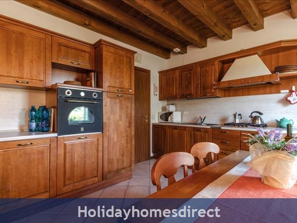 Near Lake Garda - Rustic Apartment 4a: Kitchen