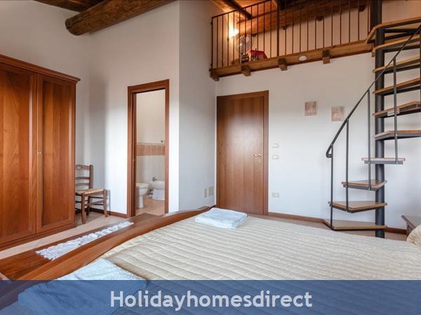 Near Lake Garda - Rustic Apartment 4a: Bedroom 1
