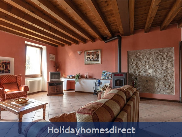 Near Lake Garda - Rustic Apartment 4a: Living rom