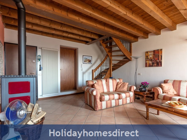 Near Lake Garda - Rustic Apartment 4a: Living room