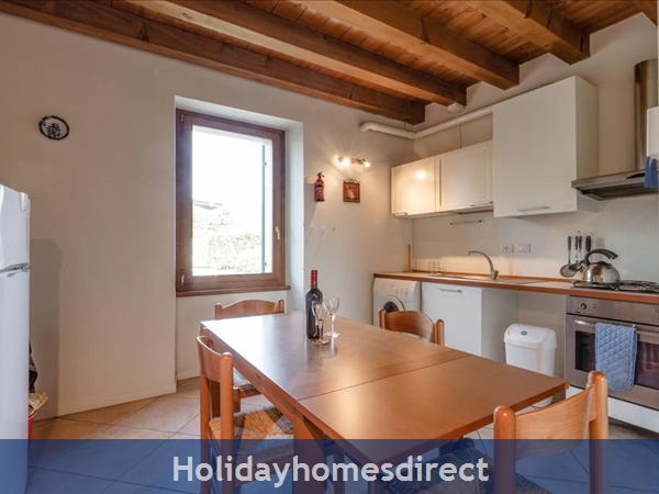 Near Lake Garda - Rustic Apartment 5a: Kitchen/diner