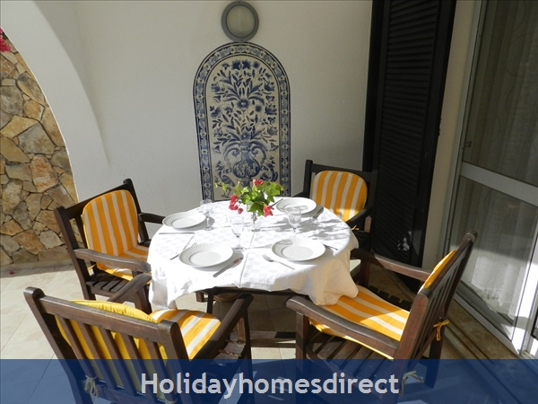 Villa Florides Vale Do Lobo 3 Bedroom Villa With Private Pool: Dining outside