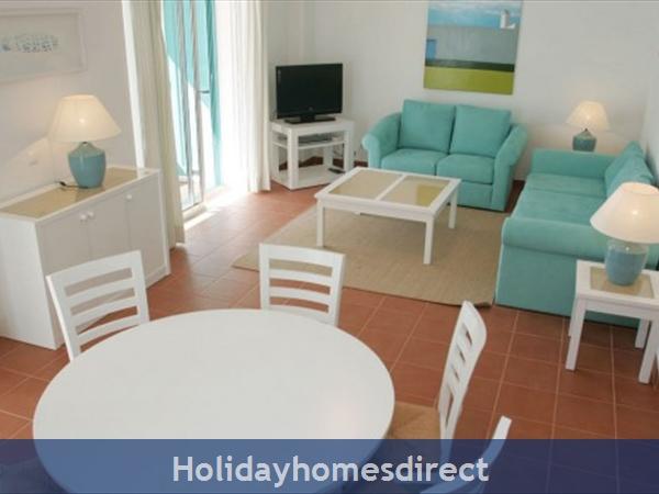 Prainha Village Alvor 4 Bedroom Villa With Pool: Lounge and dining area