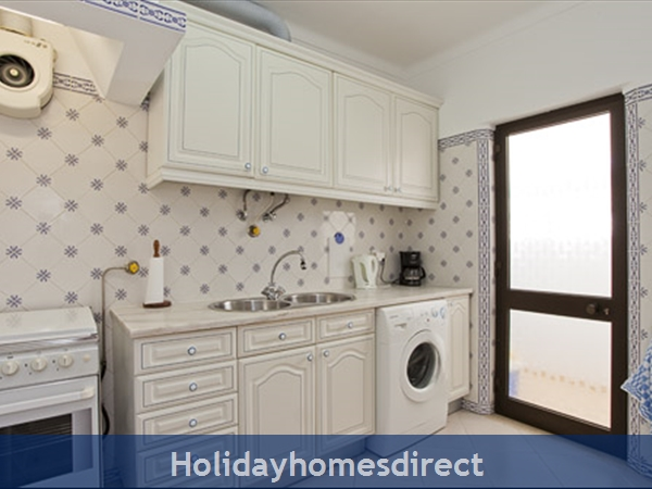Apartment Aurora Mar, Carvoeiro, Algarve, Portugal: equipped kitchen