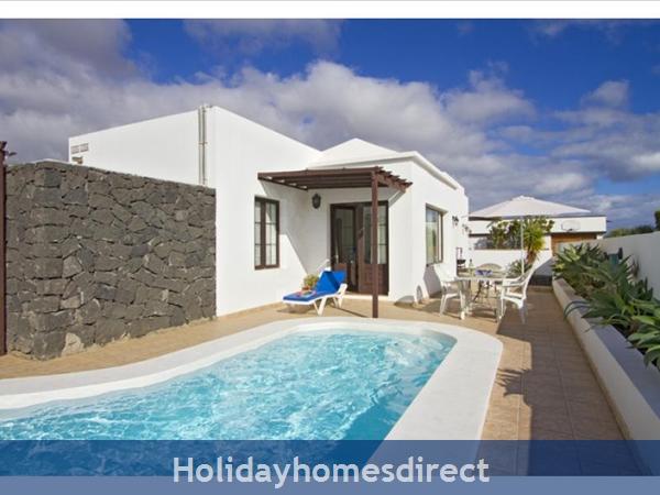 Villa Liasa With Private Pool, Puerto Del Carmen, Lanzarote: Image 2