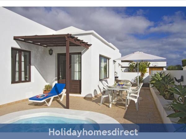 Villa Liasa With Private Pool, Puerto Del Carmen, Lanzarote: Image 3