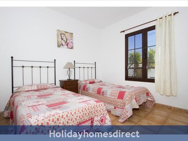 Villa Liasa With Private Pool, Puerto Del Carmen, Lanzarote: Image 9
