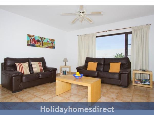 Villa Liasa With Private Pool, Puerto Del Carmen, Lanzarote: Image 7