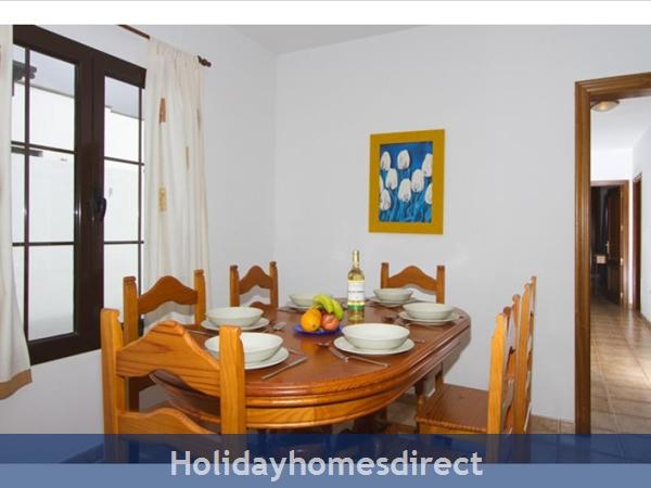 Villa Liasa With Private Pool, Puerto Del Carmen, Lanzarote: Image 5