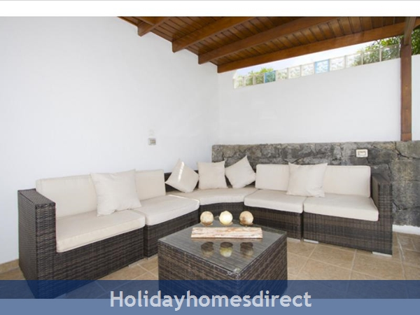 Villa Juanitas With Private Pool, Puerto Del Carmen, Lanzarote: Image 4