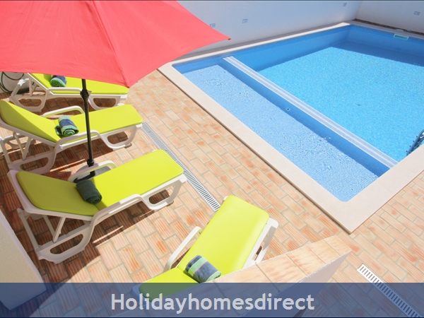 Casa Maresol .. Praia Da Luz. 3 Minutes Walk To The Blue Flag Beach !: Sunny pool area