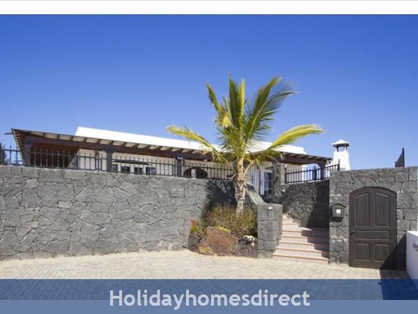 Villa Ocean View With Private Pool, Puerto Del Carmen, Lanzarote: Image 2