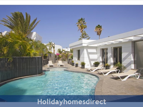 Villa Insignia With Private Pool, Puerto Del Carmen, Lanzarote: Image 2