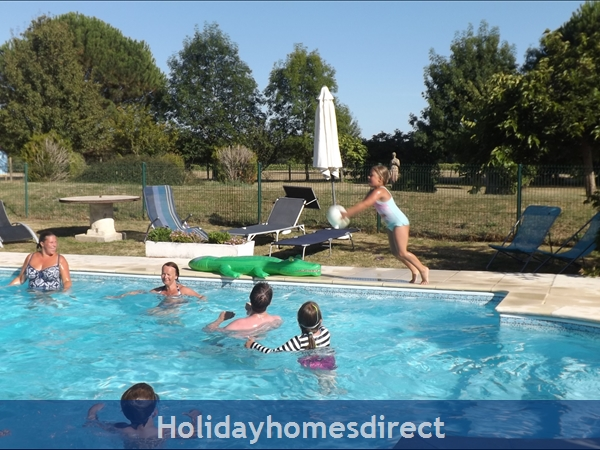 Chataigniers- Bel Air Gites: splashing in the pool