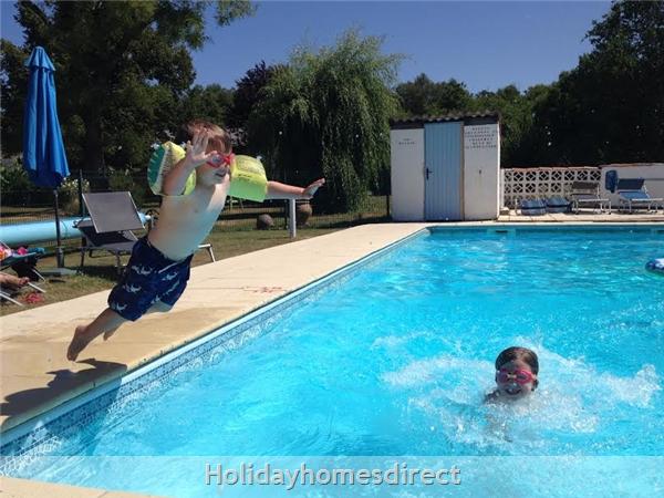 Les Chenes 2 - Bel Air Gites: heated pool
