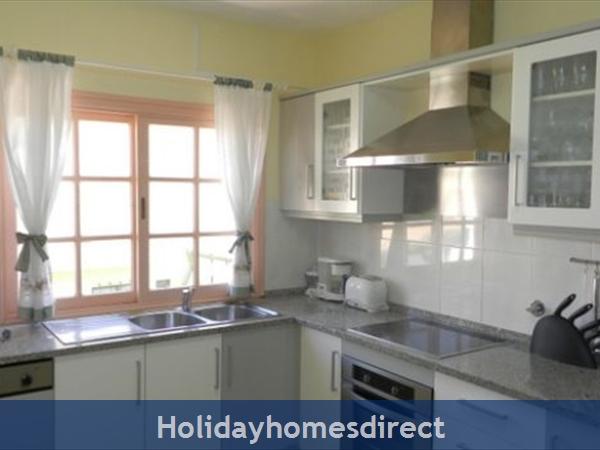 Villa Vista Vilamoura Private Villa With Pool: Kitchen
