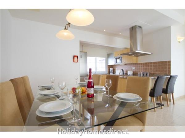 Villa Acentejo With Private Pool, Puerto Calero, Lanzarote: Dining area