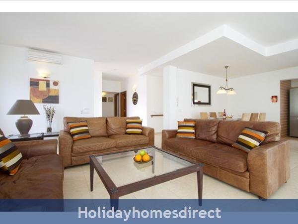 Villa Acentejo With Private Pool, Puerto Calero, Lanzarote: Living room
