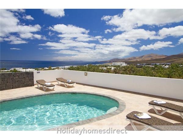 Villa Acentejo With Private Pool, Puerto Calero, Lanzarote: Pool area