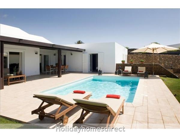 Villa Leyna private swimming pool  in Lanzarote