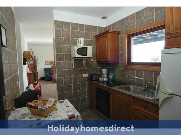 Villa Leona fully equipped kitchen in Lanzarote