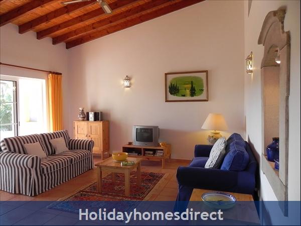 Casa Santolina: 3. Living room, with timber beams
