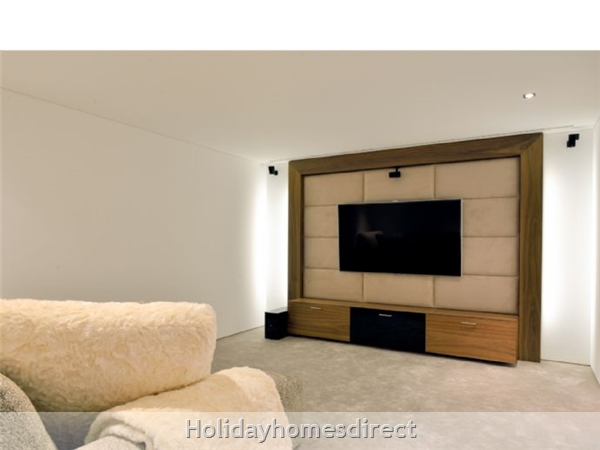 Villa Bond indoor seating area with a tv