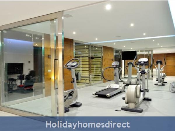 Villa Bond  indoor private gym in the Algarve