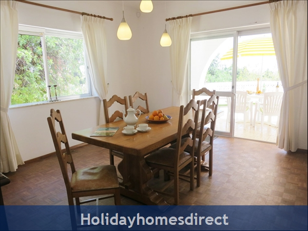 Villa Monte Palmeiras, Alvor, Western Algarve: Dining room for formal meals