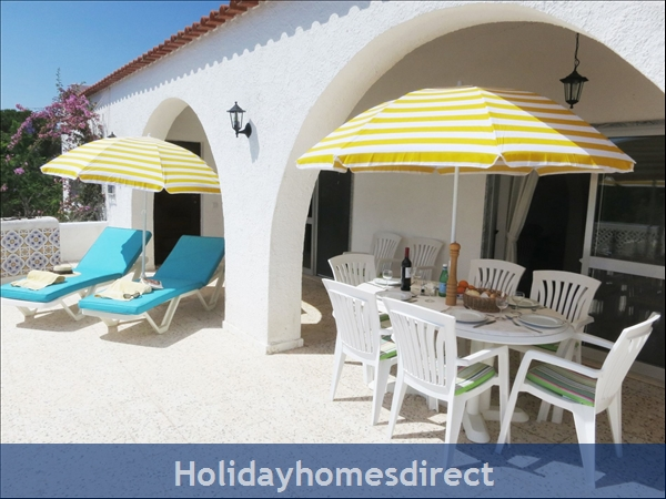 Villa Monte Palmeiras, Alvor, Western Algarve: First floor private terrace for alfresco dining