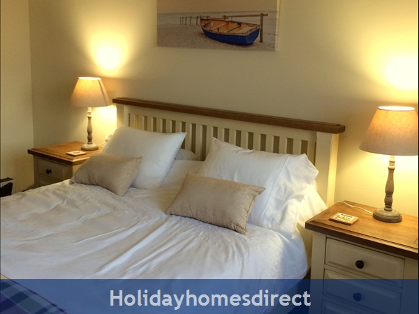 Casa Anna Within 4 Mins To Beach/village, Free Wifi, Free Access To Pool/play Area Facilities, Sleeps 4-5 People: Bedroom 1