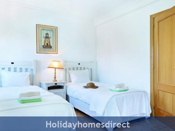 Jardim Da Meia Praia Resort Two single beds