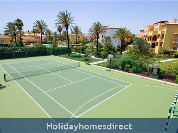 Jardim Da Meia Praia Resort Outdoor tennis court