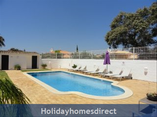 Casa Azinheira is A Superb Air Cond 3 Bedroom Villa with WIFI & Private Pool, Excellent Location, 10 mins drive to Beach & Vilamoura Marina. AL/33558
