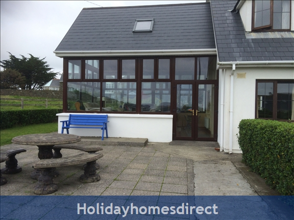 No 12 Tragumna Holiday Cottages: Front patio